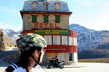 p20171017-2219-uphillCycling_Furka_posen
